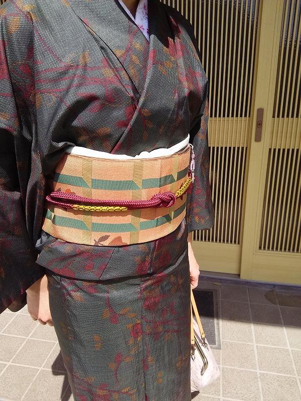 大島紬のコーディネートの帯周り。薄グリーンの帯揚げがさわやか?