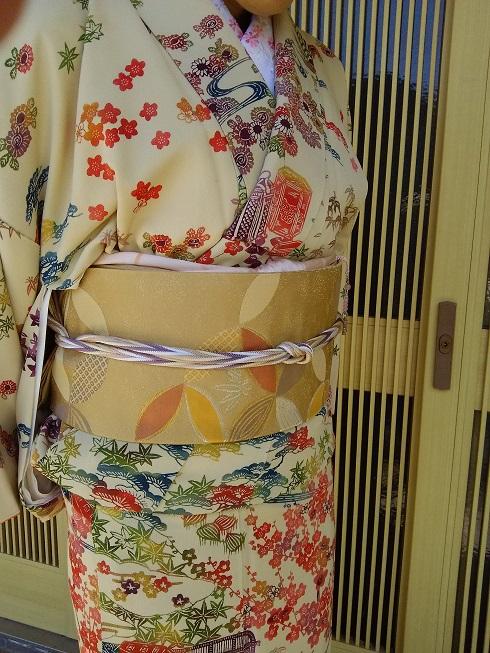 七宝柄の袋帯に、藤色系の多色使いの帯締め。柔らかな雰囲気を出したくて、淡い感じのコーデにしました。