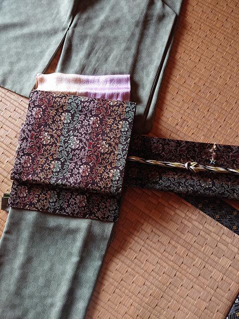 抹茶色の鮫小紋、こげ茶色の袋帯